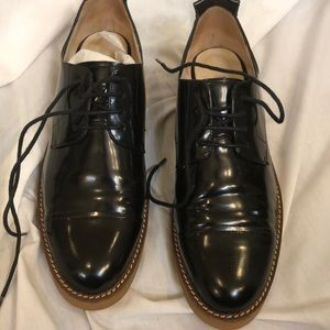 NIB laced loafers